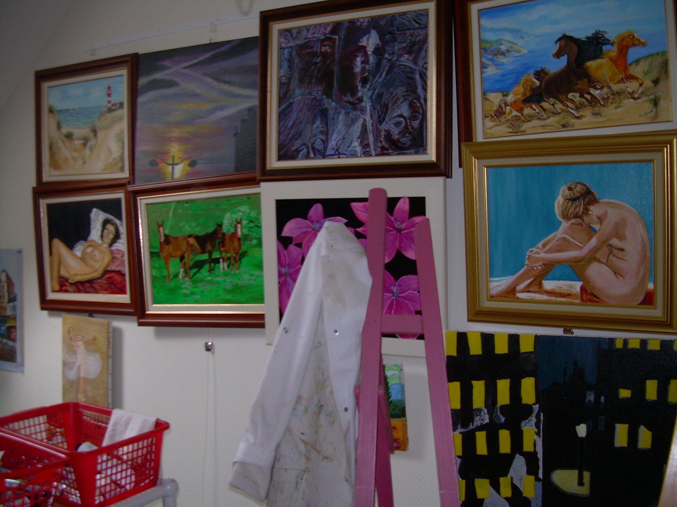 tableaux dans l'atelier